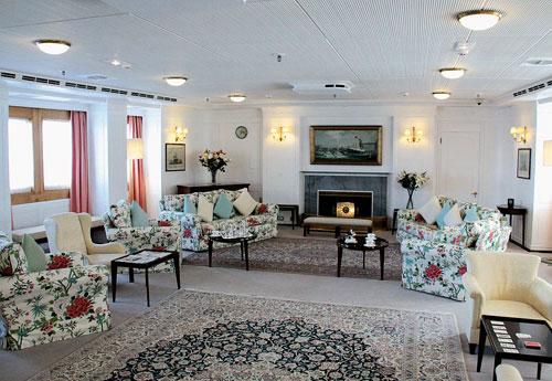 Touristik aktuell im wohnzimmer der queen for Wohnzimmer queen